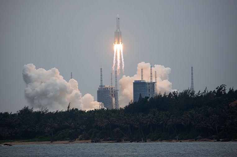 De lancering van de Long March 5B raket van vorige week donderdag.  Beeld AP