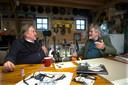 Gerrit Wolsink in een geanimeerd gesprek met Bennie Jolink.