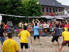 Volleybal op Liths dorpsstrand