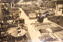 Zware, eikenhouten meubelen en lederen bankstellen waren lange tijd een gewild product.