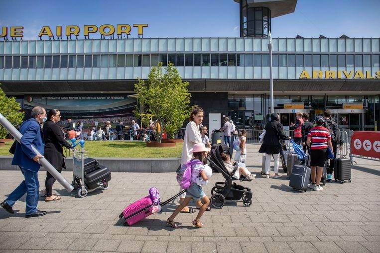 Op de drukste zomerdagen komen er zo'n 5000 reizigers naar Rotterdam The Hague Airport. Beeld Werry Crone