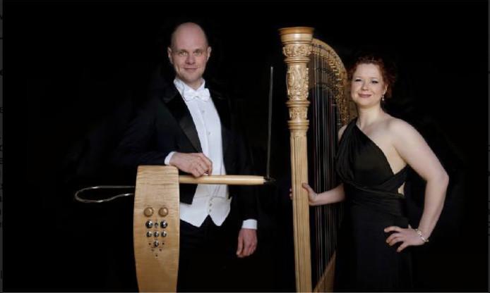 Duo Jørgensen-de Leuw naast hun instrumenten