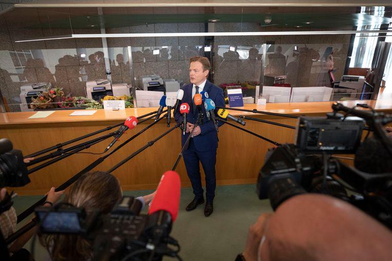 Pieter Omtzigt staat na zijn beëdiging als Tweede Kamerlid de pers te woord. Beeld Werry Crone