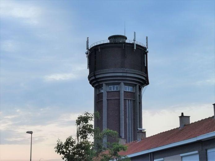 De bekende watertoren op de wijk Klein Harelbeke in Izegem.