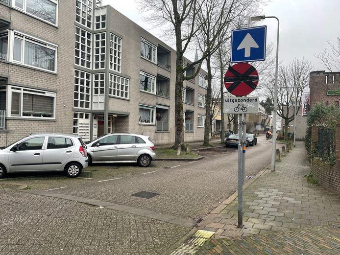De Boekhorstenstraat gezien vanaf de Spijkerstraat, met nieuwe borden.