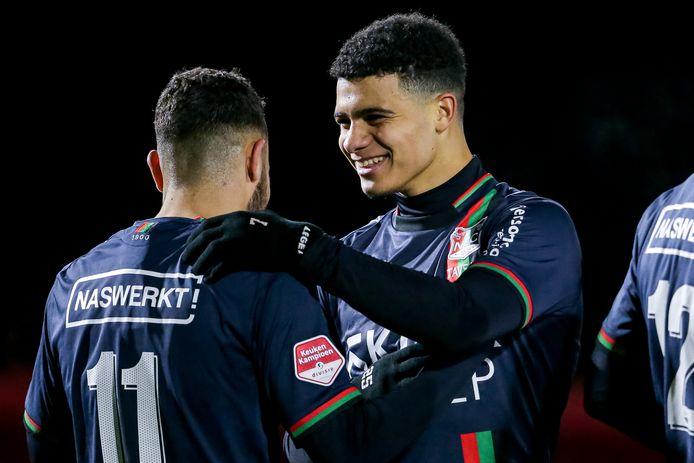 Aymen Sellouf (links) en Elayis Tavsan zorgden voor de doelpunten van NEC bij Jong AZ.