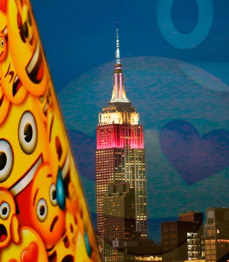 Empire State Building in het geel voor Wereld Emoji Dag