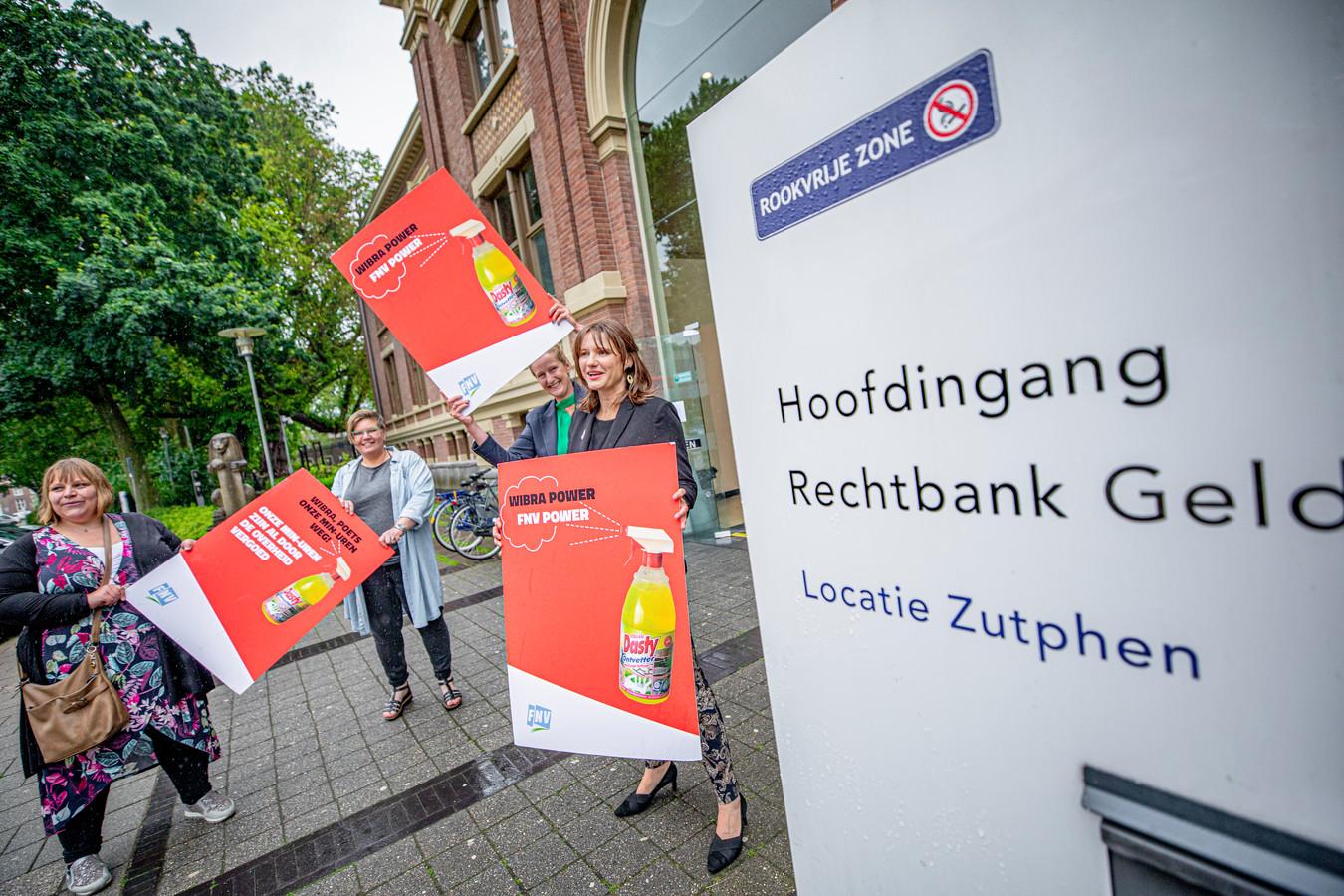 Twee weken geleden voor de rechtbank in Zutphen: FNV maakt zich op voor een kort geding tegen Wibra.