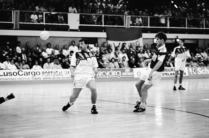 De zaalvoetballers van Schoenenreus trokken in de jaren negentig volle zalen, zoals in de finalewedstrijden tegen de Bever Boys in 1994.