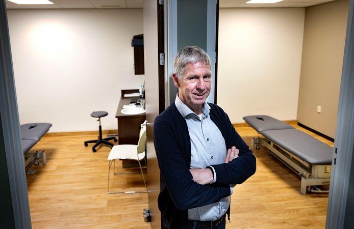 Frank Beelen, directeur van de B-Fysic Groep heeft de fysiopraktijken ingericht op de 1,5 meterregel zodat behandelingen weer kunnen starten.