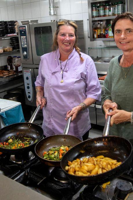 Coronacrisis zorgt voor nieuwe kansen: Kok Elly verhuist van restaurant aan zee naar De Veerstal in Lathum