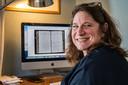 Eva Kleeman is vrijwilliger bij het Historisch Centrum Overijssel. Ze vertaalt de handgeschreven stadsresoluties uit de zeventiende eeuw.