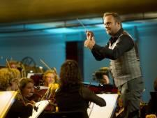 Carlo Boszhard verrast met gevoelig optreden in Maestro
