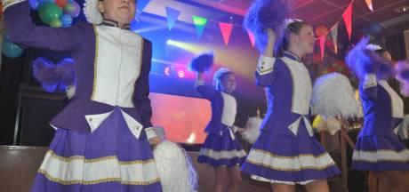 Carnavalsmiddag in Waspik: vol overgave en zonder beperking op de dansvloer