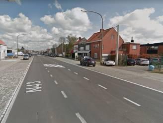 49-jarige bromfietser gewond na aanrijding op N43