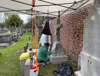 """Poperinge neemt WO I-graven onder handen: """"Restaurateurs reinigen het graf, herstellen cementvoegen en herschilderen de letters"""""""