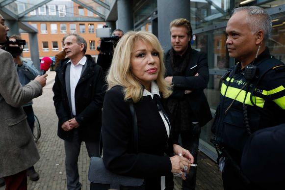 Patricia Paay en Johan Vlemmix bij de rechtbank in Den Bosch.