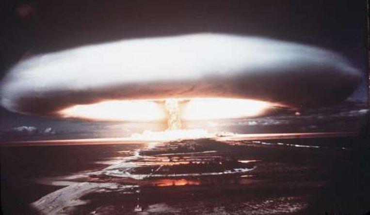 Een kernexplosie boven de eilandengroep Polynesië, waar Frankrijk meerdere kernwapenproeven deed. Beeld UNKNOWN