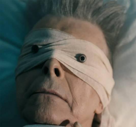 Scène uit de clip bij het nummer Lazarus.