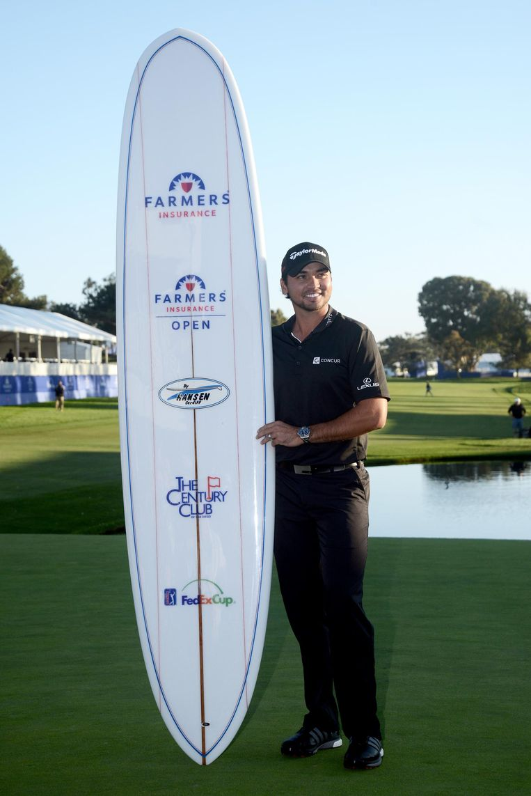 LA JOLLA, CA - FEBRUARY 08: Jason Day poses with commemorative surf board after his victory at the Farmers Insurance Open at Torrey Pines South on February 8, 2015 in La Jolla, California. (Photo by Donald Miralle/Getty Images) Beeld Getty Images