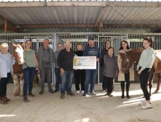 De Ruyter vzw overhandigt cheque van 750 euro aan Hippofarm