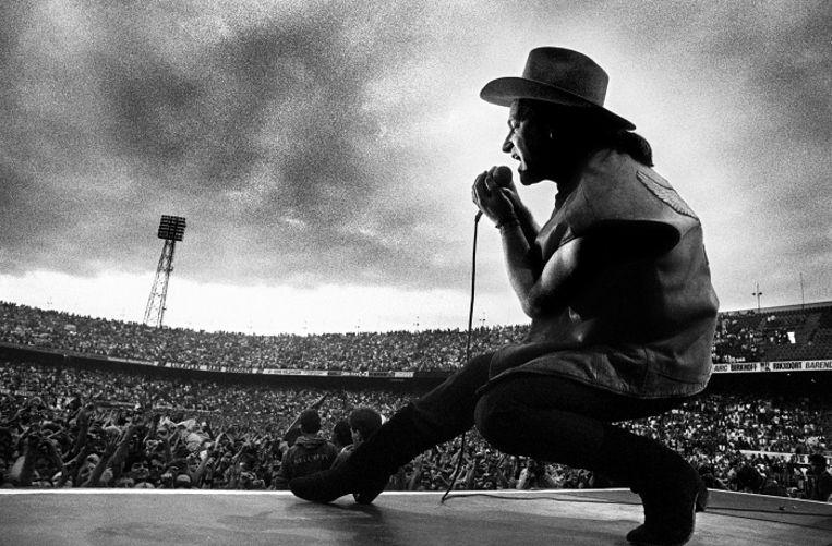 U2-zanger Bono in de Kuip in 1987. Beeld