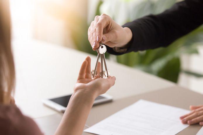 Een bemiddelaar mag geen kosten in rekening brengen als die in opdracht van de verhuurder werkt.