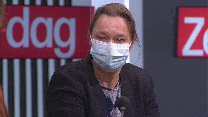 """Erika Vlieghe sur le plateau de l'émission """"De Zevende Dag""""  sur la VRT."""