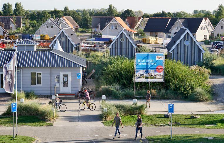 Een bungalowpark met vakantiehuisjes in Zeeuws-Vlaanderen.  Beeld Hollandse Hoogte / Flip Franssen