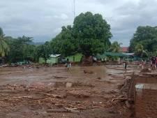 Tientallen doden door noodweer in Indonesië: veel mensen nog begraven onder de modder