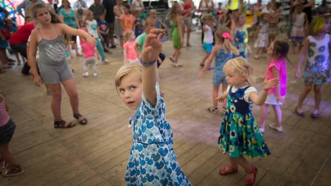 Familiesport en kinderdisco onder zomershelter
