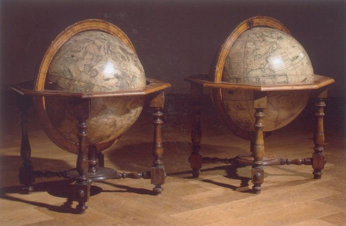 IPTCBron  x  Veiling spullen Frits Philips wereldbollen uit 1696 van Coronelli