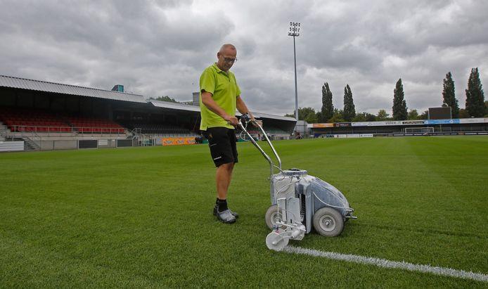 FC Dordrecht heeft sinds dit seizoen de beschikking over een hybridegrasmat.
