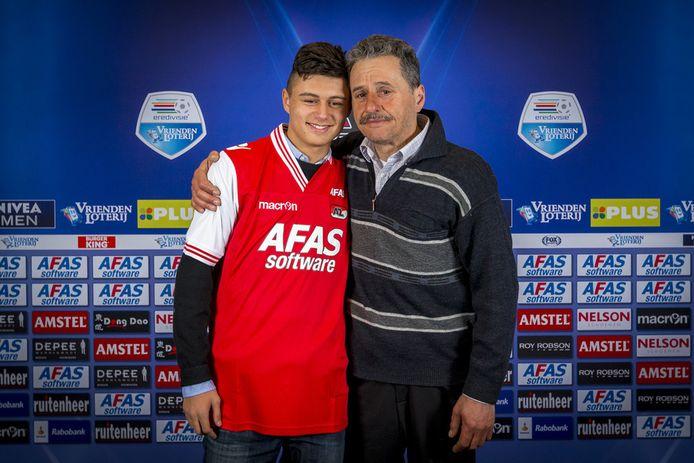 Zia Sakirovski met zijn vader.