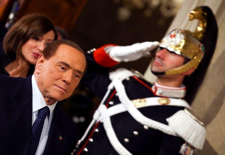 Silvio Berlusconi mocht vanwege belastingfraude zes jaar lang geen publieke functie bekleden, maar de rechter heeft zijn straf opgeheven. Beeld REUTERS