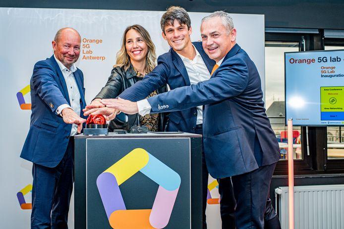 Ook Benjamin Dalle (midden), Vlaams minister van Media, tekende present.