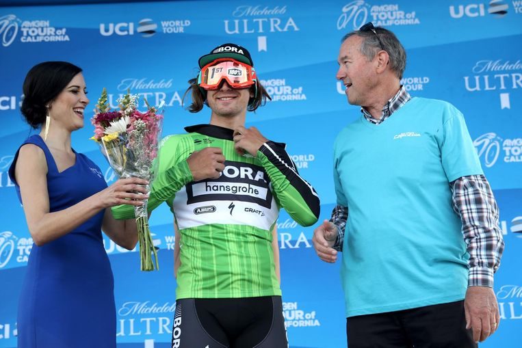 MORRO BAY, CA - MAY 16: Peter Sagan of Slovakia, riding for Bora-hansgrohe stands on stage in the Visit California Sprint Leader jersey after stage 3 of the AMGEN Tour of California from Pimo Beach to Morro Bay on May 16, 2017 in Morro Bay, California. (Photo by Chris Graythen/Getty Images) Beeld Getty Images