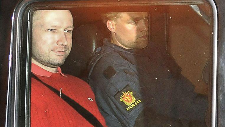 Anders Behring Breivik verlaat de rechtszaal waar hij maandag is voorgeleid. Beeld null