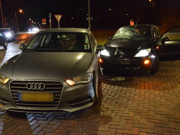 Persoon gewond bij botsing tussen twee auto's in Breda