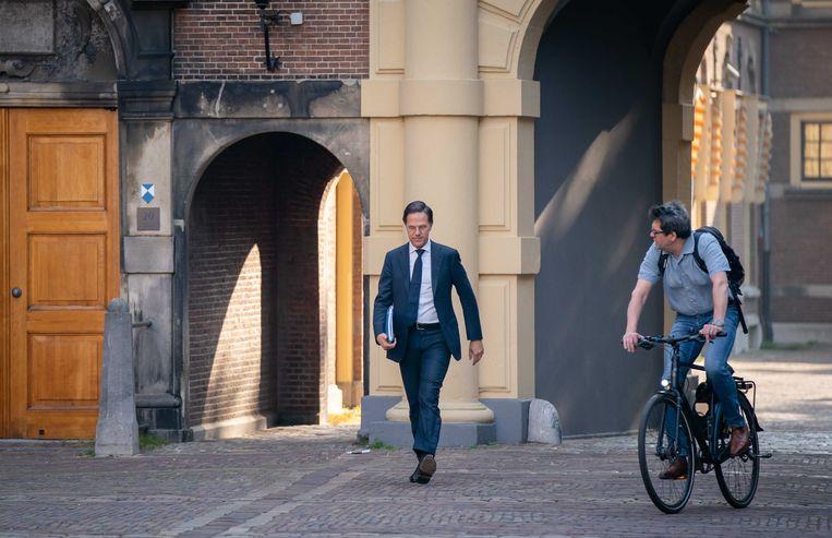 Fractieleider Mark Rutte (VVD) op weg naar een gesprek met informateur Mariëtte Hamer.  Beeld ANP