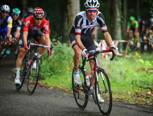 Tom Dumoulin met achter hem ritwinnaar Tim Wellens