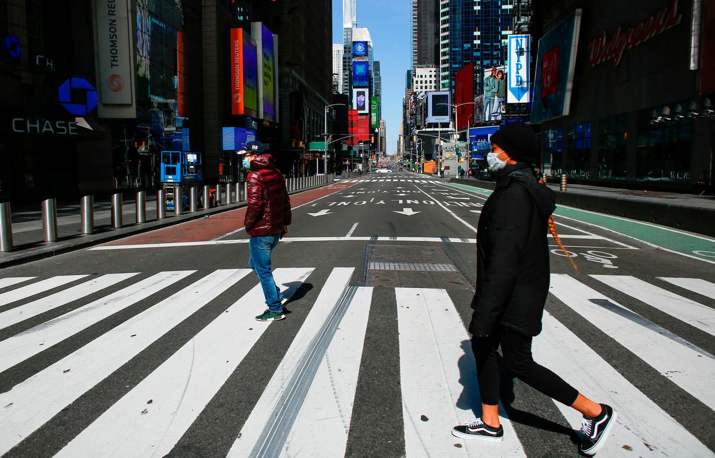 De bekende toeristische hotspot Times Square ligt er doods bij, zowat alles is inmiddels gesloten. Beeld AFP