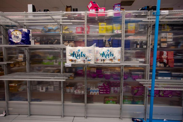 Lege schappen in een supermarkt. Beeld ANP