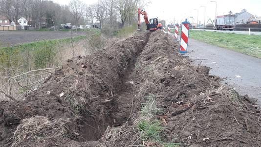 Graafwerk voor de elektriciteitskabel tussen het verdeelstation bij Sluiskil en een nieuw aan te leggen zonnepark bij Sas van Gent.