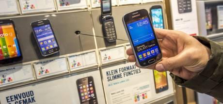 Vrouw uit Nagele krijgt dagelijks ruim 800 telefoontjes van stalker uit Dedemsvaart en zelfs zender onder auto