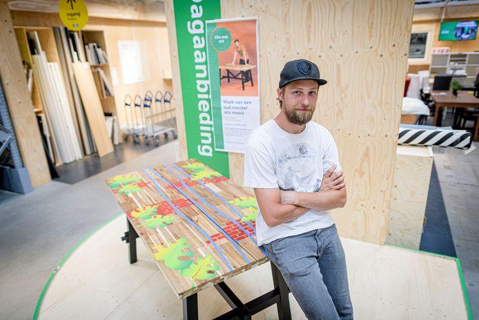 Alwin Koers uit Vriezenveen is graffiti kunstenaar en geeft IKEA-meubels een nieuw leven.