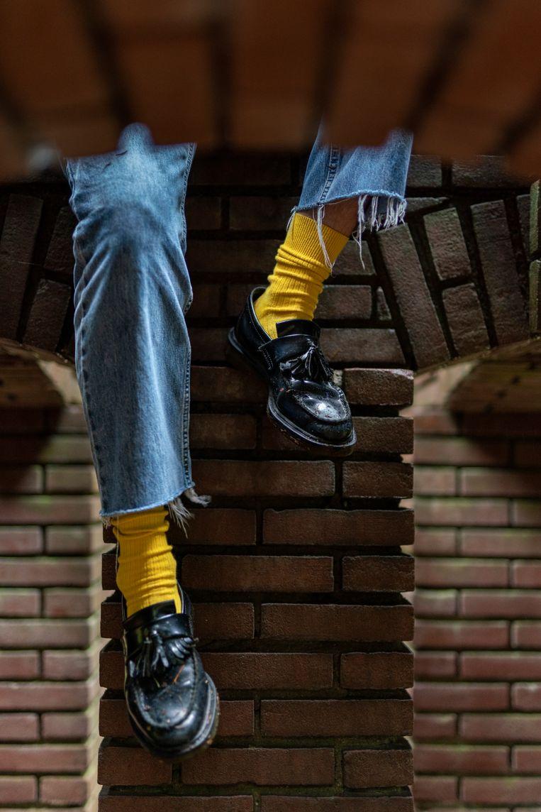 Van den Nieuwendijk vindt het leuk om zijn casual kleding te combineren met felle sokken.  Beeld Jordi Huisman