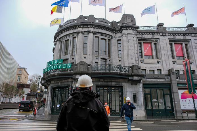 Kunstencentrum Bozar werd maandag getroffen door een zware dakbrand.