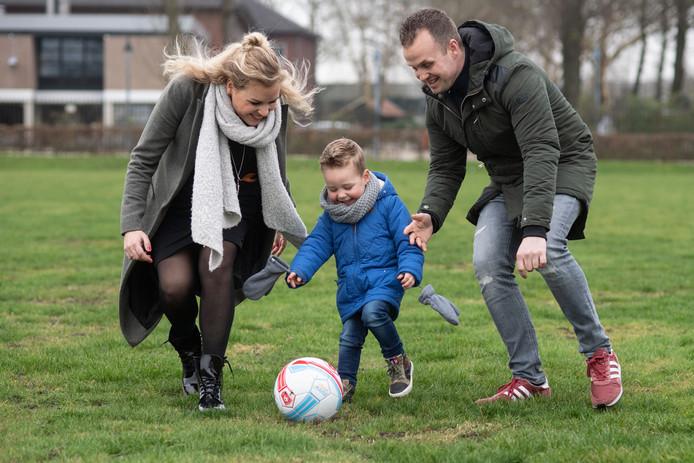 Malou en Volker Basse samen met zoontje Gijs
