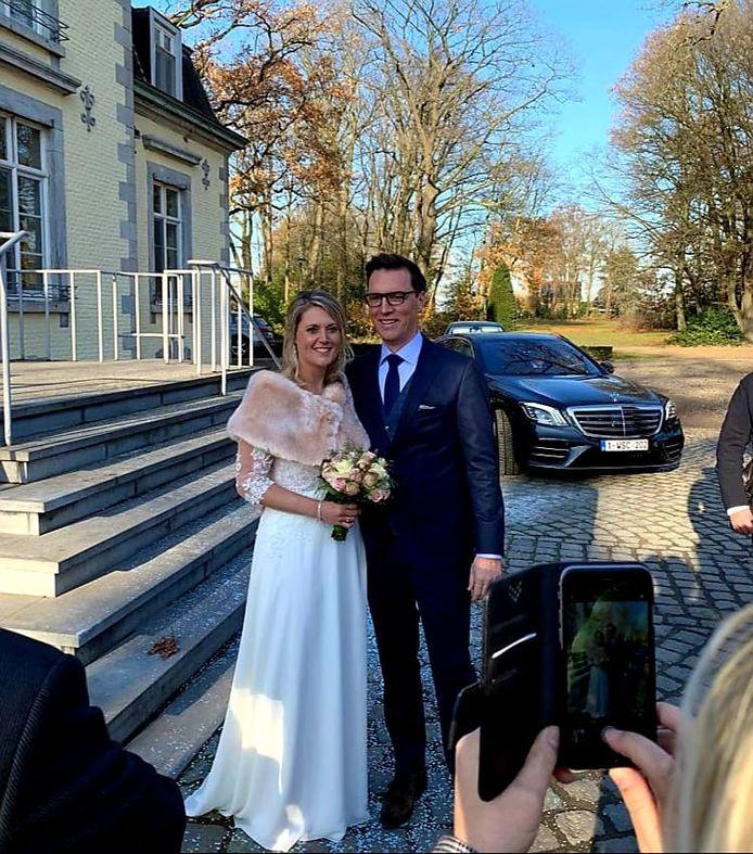 Burgemeester Sofie Vandeweerd en Bert De Meulemeester traden zaterdag in het huwelijksbootje.